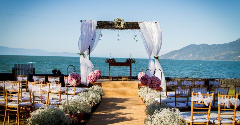 decoracao-colorida-e-rustica-dao-charme-a-casamento-na-praia-1385736116661_956x500